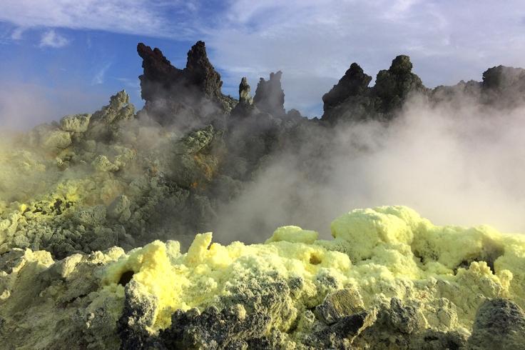 Schwefelblumen am Anak Krakatau